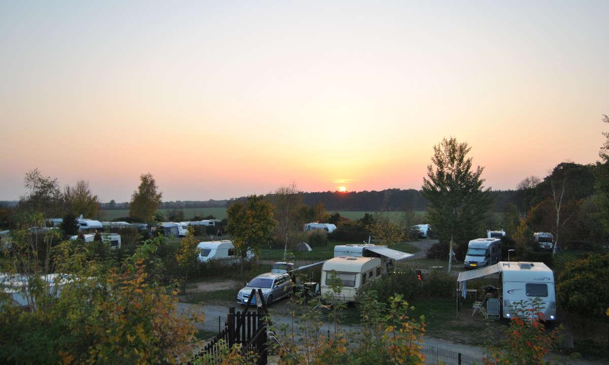 Sonnenuntergang ueber unserem Campingplatz