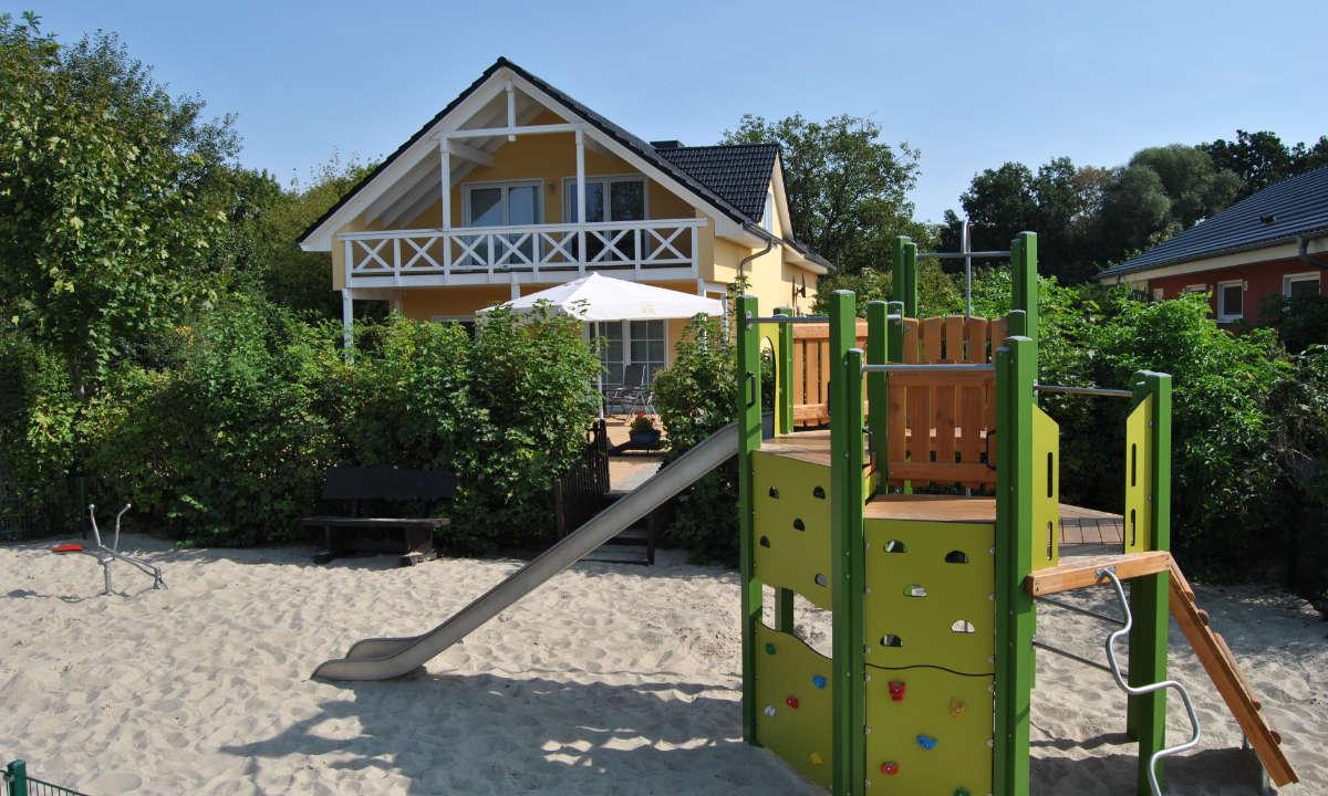 Kinderspielplatz neben der Rezeption