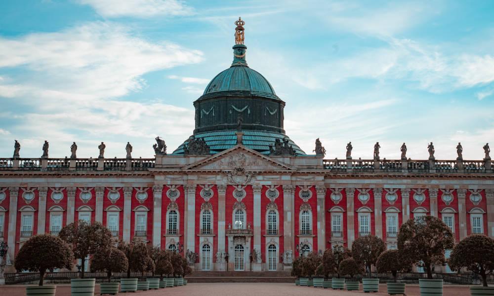 Frontale Aufnahme des Neuen Palais